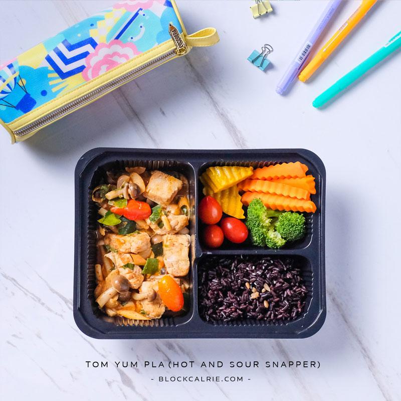 S9 ข้าวปลากะพงผัดต้มยำ(Tom yam pla - hot and sour snapper)