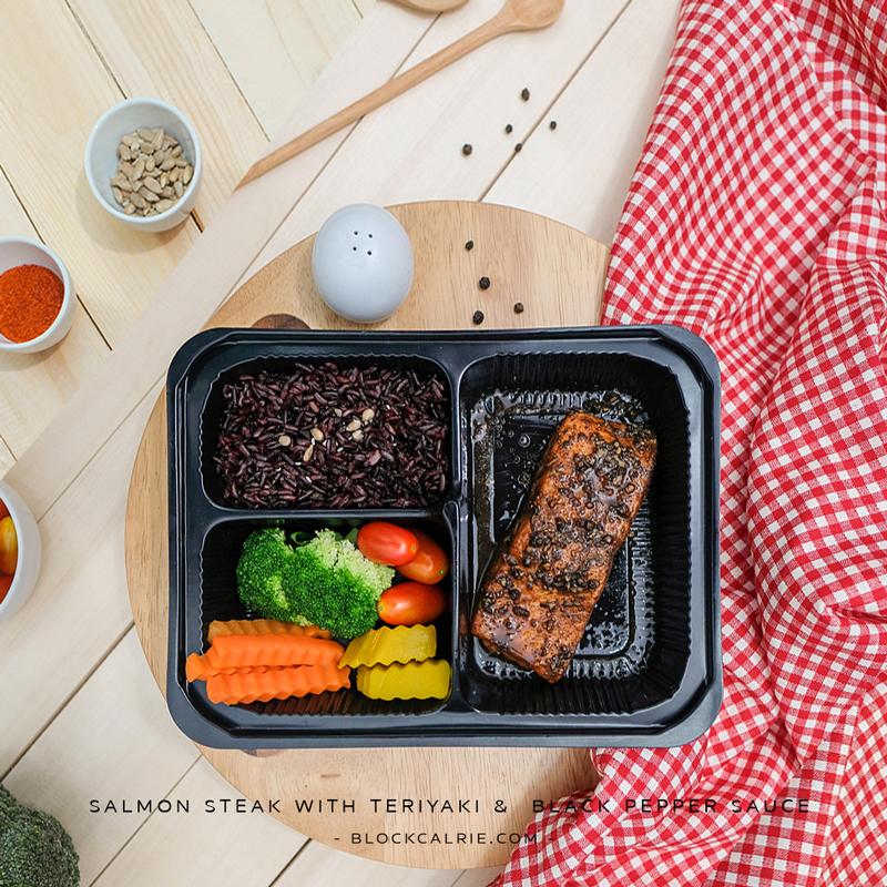 S17 ข้าวปลาแซลมอนย่างซอสเทอริยากิพริกไทยดำ(Salmon steak with Teriyaki &  Black pepper sauce and rice)