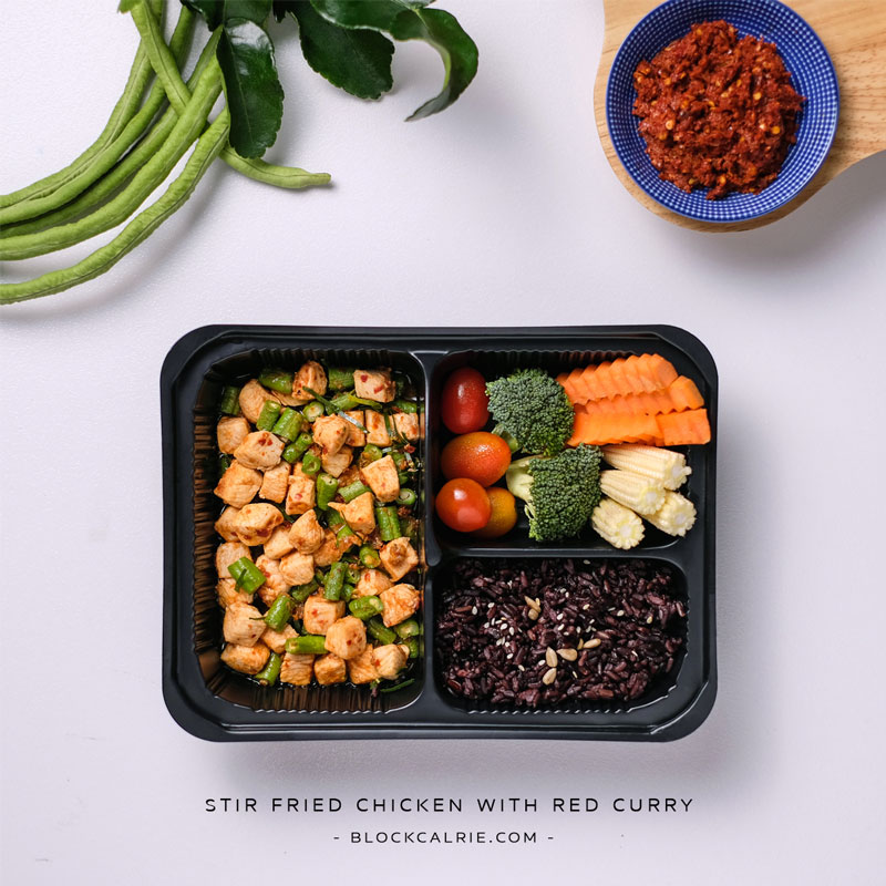 C19 ข้าวไก่ผัดพริกแกง(Stir fried chicken with red curry)